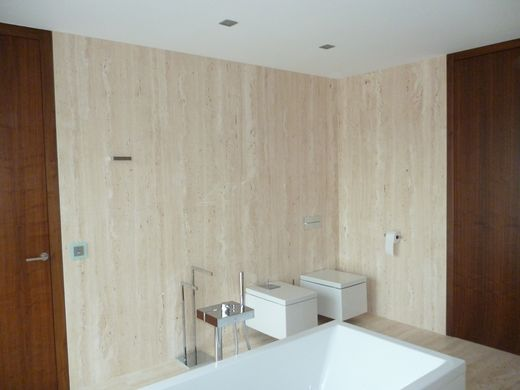 Kamenné obklady do koupelny na míru