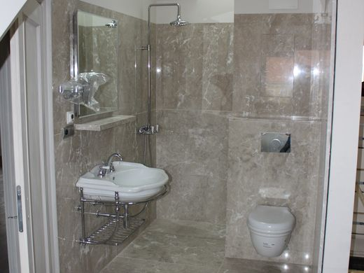 Kamenné obklady a kamenná dlažba koupelna